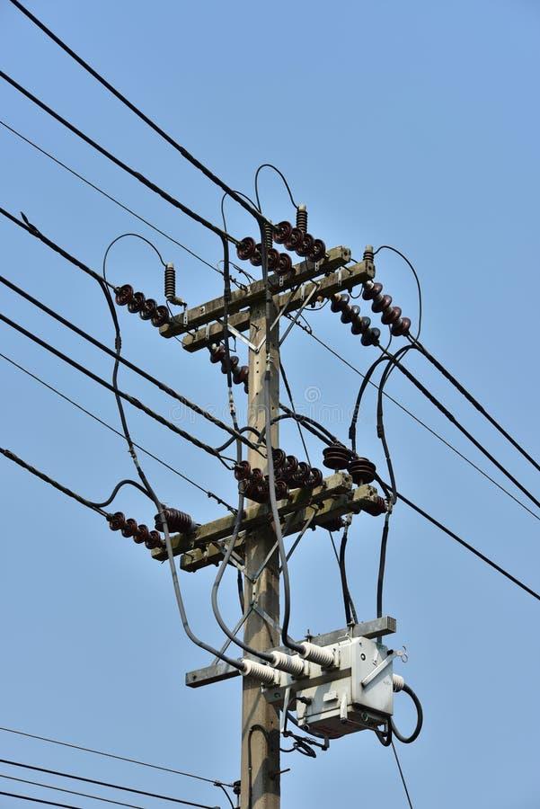 High-power transmissiesysteem van de torenmacht stock afbeelding