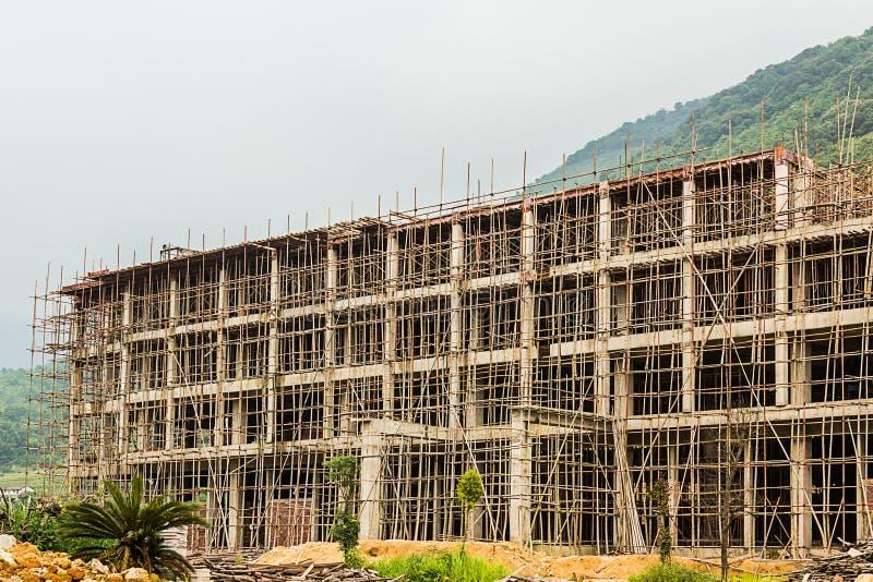 High-rise de bouw in aanbouw met een concrete structur stock foto