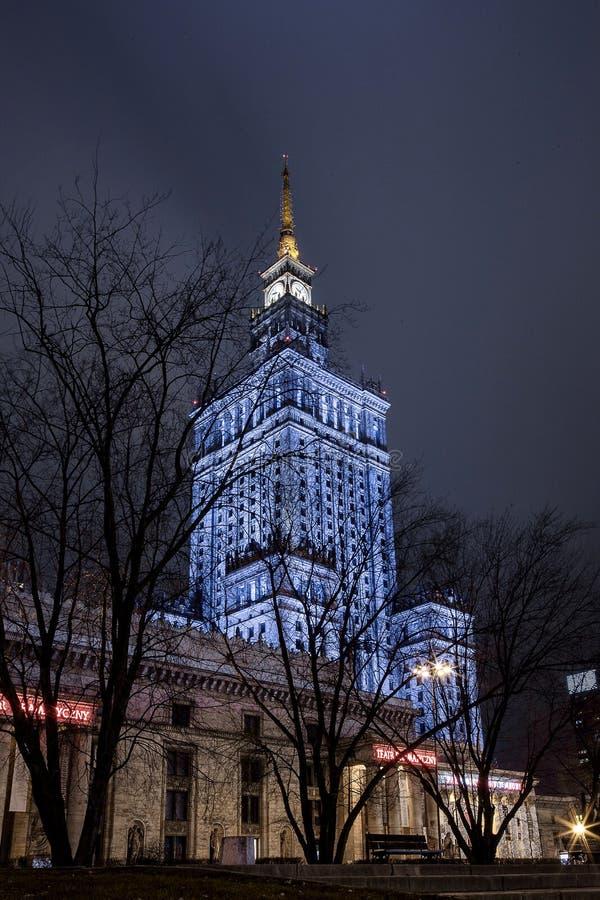 High-rise de bouw Centrum van de Nachtstad van Warshau Warschau polen Polska paleis van cultuur en wetenschap stock afbeeldingen