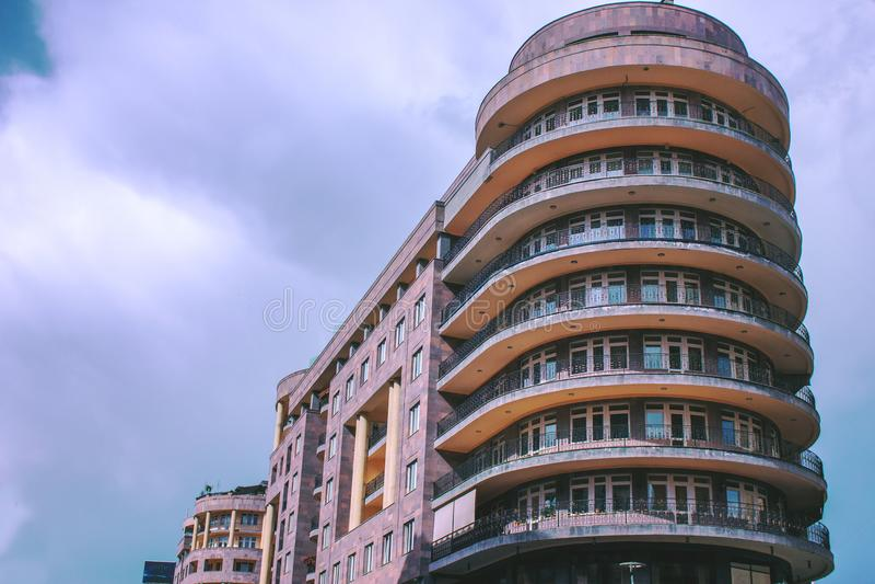 High-rise woningbouw, mening van onderaan stock afbeelding
