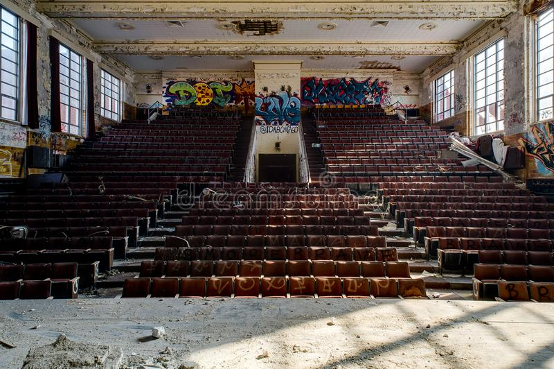 High School abandonada de Hoarce Mann - teatro - Gary, Indiana imagens de stock royalty free