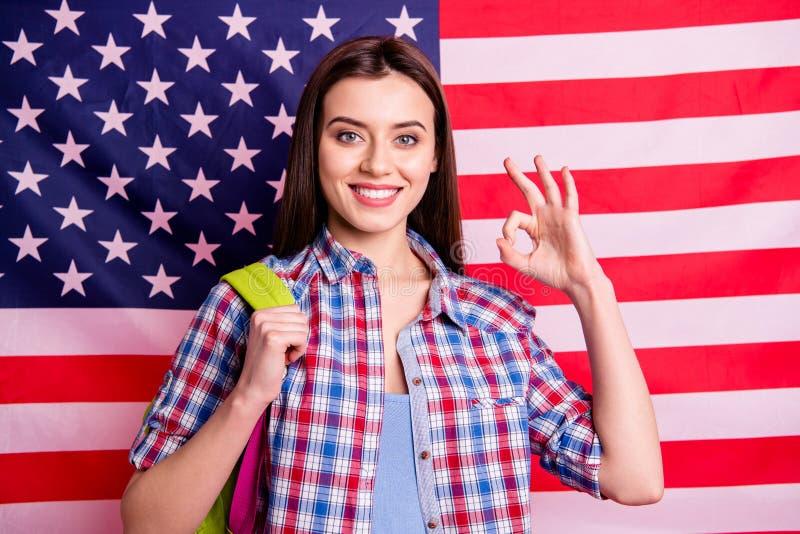 A High School dez da pessoa agradável esperta bonita atrativa de Portrairt para anunciar recomenda o conselho recomendar para esc fotografia de stock royalty free
