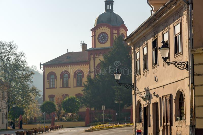 High School di Karlovacka nel centro della città di Srijemski Karlovci, vojvodina fotografia stock