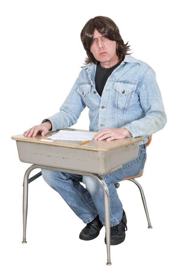 High School ou estudante universitário na mesa da escola, classe isolada imagem de stock
