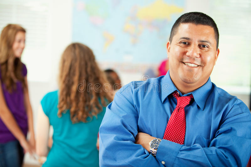 High School: Professor latino-americano de sorriso imagens de stock