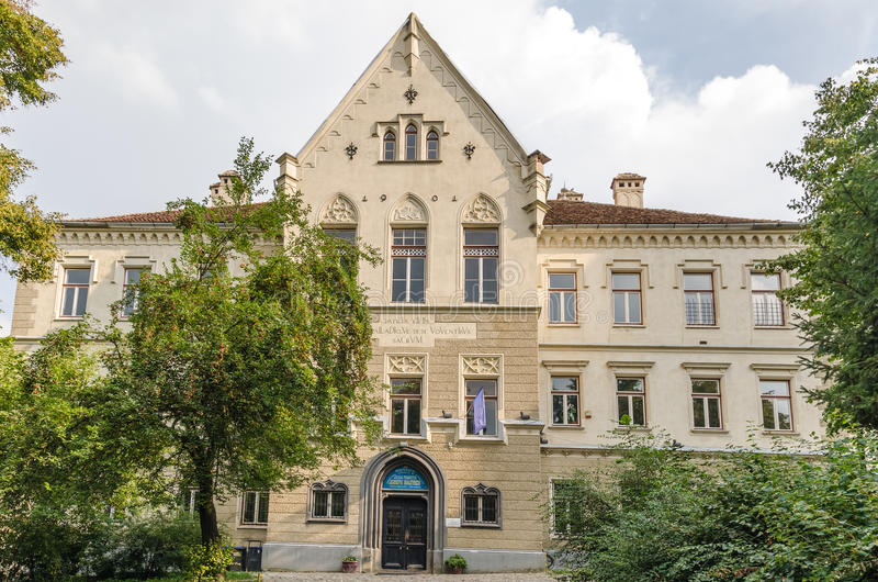 High School velha na Transilvânia imagens de stock royalty free
