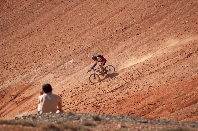 high speed 3 велосипедистов стоковая фотография