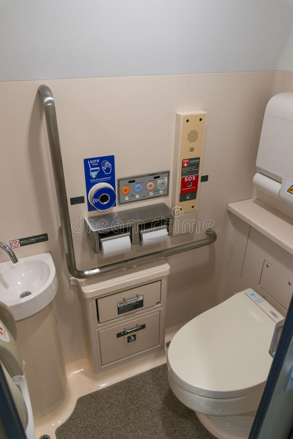 High-tech toiletten in de trein H5 van de Reekskogel (Hoge snelheid) royalty-vrije stock fotografie