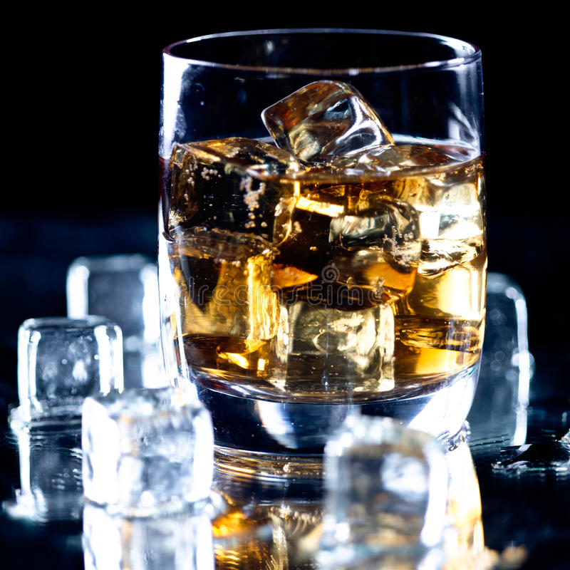 Highball威士忌酒玻璃 免版税库存图片