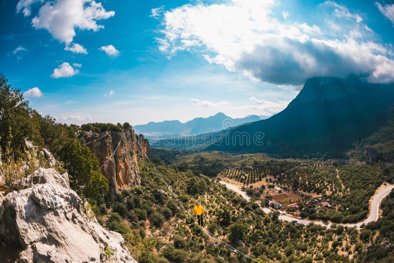 Highline dans les montagnes images stock