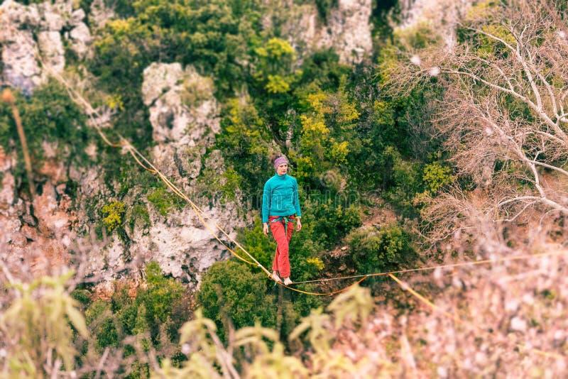 Highline dans les montagnes photographie stock