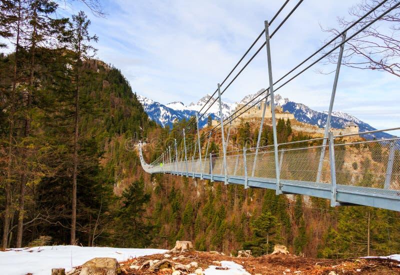 Highline 179 406 metri i più lunghi di ponte di corda nel mondo in montagne delle alpi Il Tirolo, Austria immagine stock