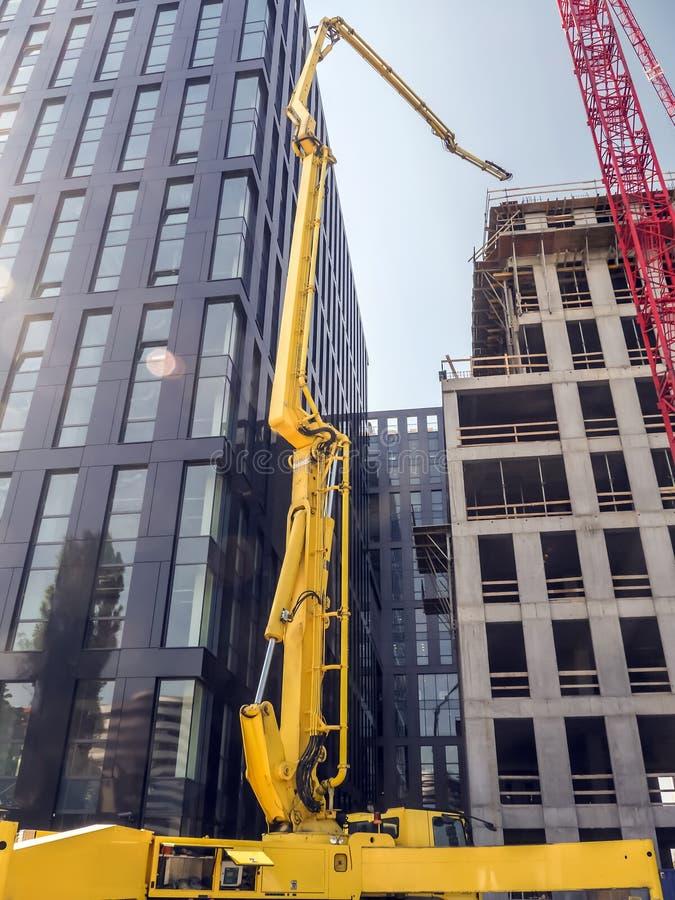 Highrise gebouwen in aanbouw stock afbeelding
