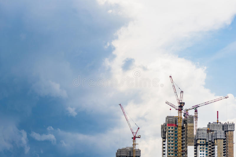 Highrise tower crane and new unfinished residential townhouse un stock photos