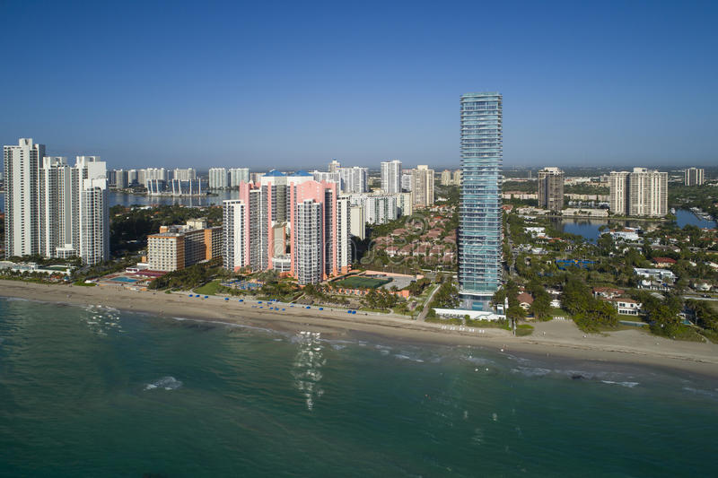 Highrisegebäude-Atlantik-Kondominien Sunny Isles Beachs FL stockfotos