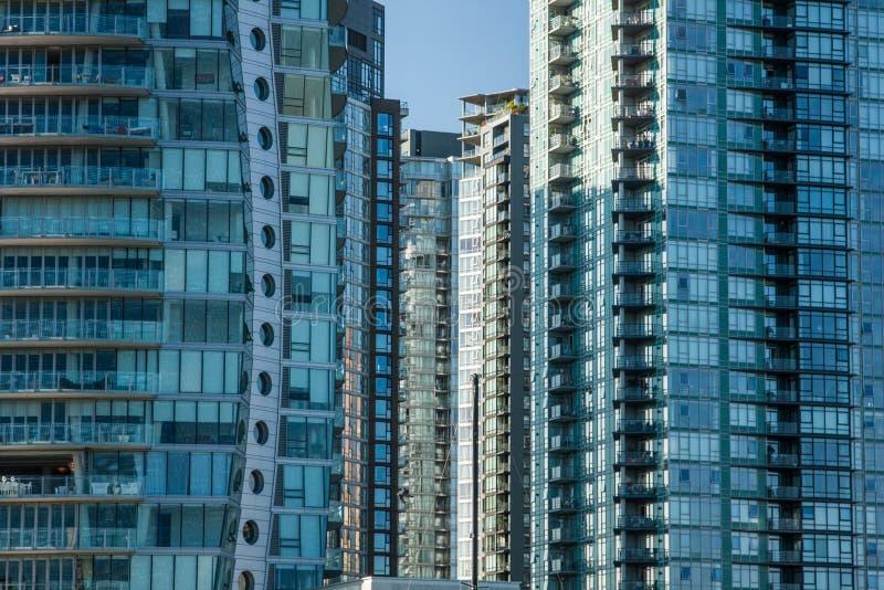 Highrises del apartamento/de la propiedad horizontal imagenes de archivo