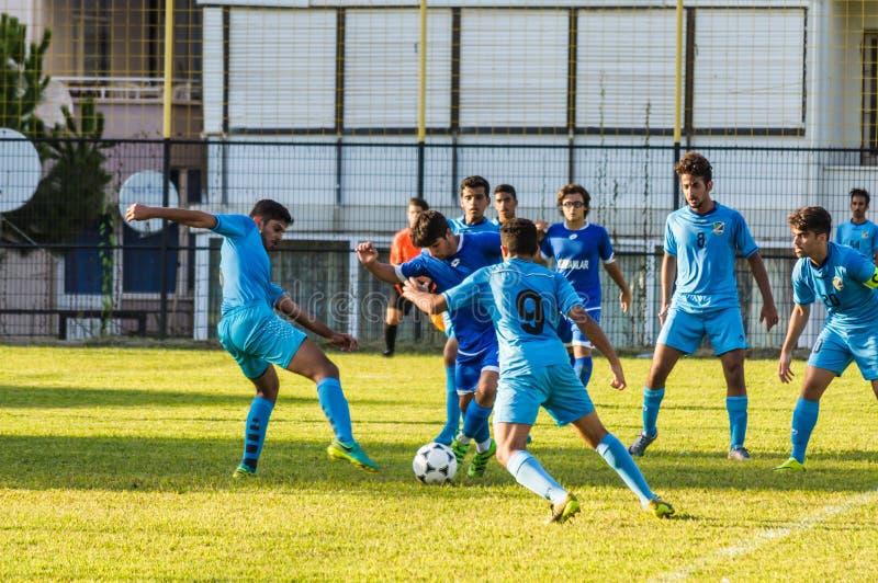 Highschool Fußball-Ligaspiel lizenzfreie stockfotos