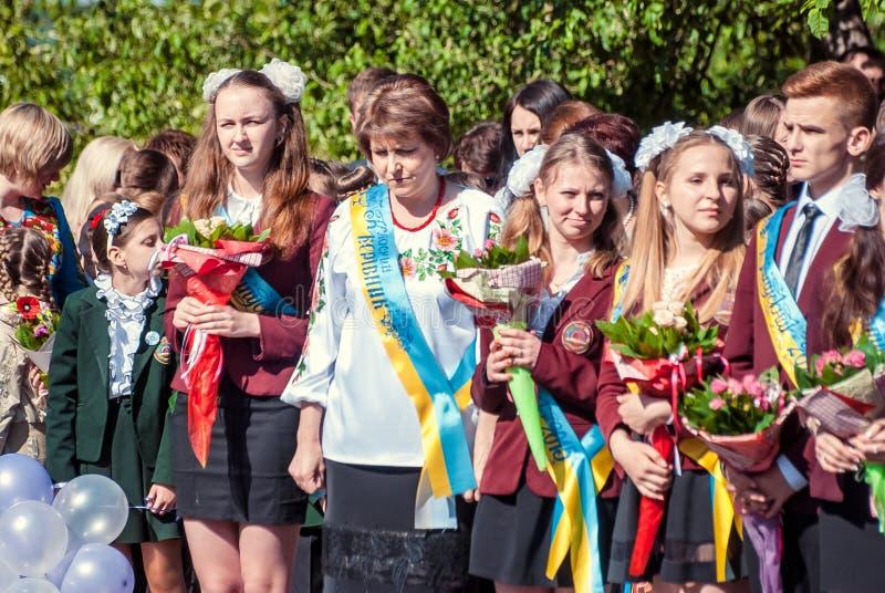 Highschool 14 29 letzten Glocke Lutsk-11e Klasse 05 sonniger Tag des Sommers 2015 lizenzfreies stockbild