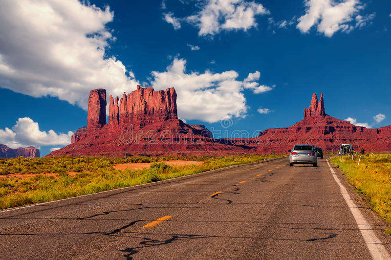 Highway in Monument Valley, Utah / Arizona, USA. Picture with road and cars driving towards the hills. Photo made during a road trip throughout the western stock photos