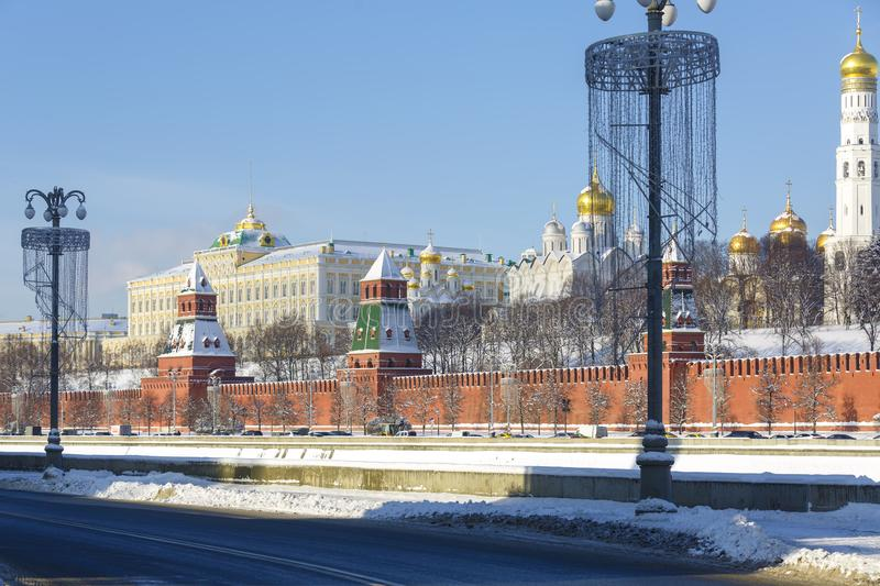Highway on the Moskva River embankment, view of the Kremlin wall, towers and churches on the territory of the Moscow Kremlin in wi stock photos