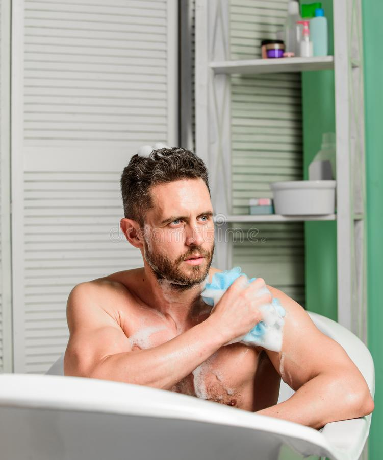 Higiena i zdrowie Ranek prysznic E macho mężczyzny domycie w skąpaniu osobiste opieki fotografia stock
