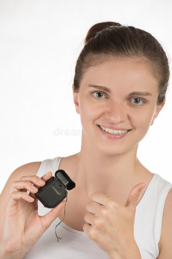 Higiena oralny zagłębienie Młoda dziewczyna czyści zęby z floss, obrazy stock