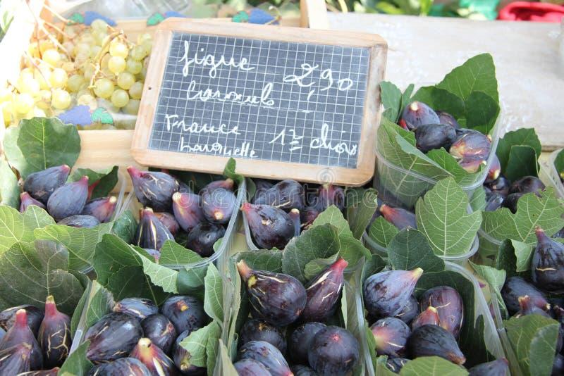 Higos en un mercado francés imágenes de archivo libres de regalías