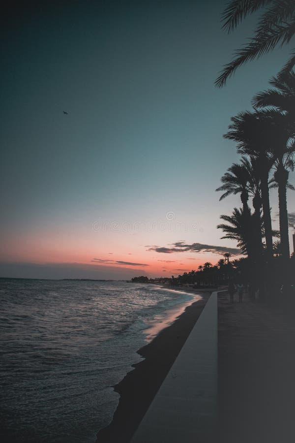 Hij strandzonsondergang stock fotografie