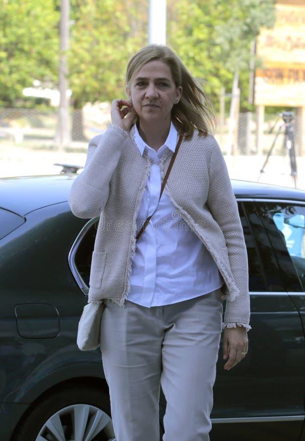 Hija de princesa Cristina de rey Juan Carlos que llega a la corte en la vertical de Mallorca fotografía de archivo libre de regalías