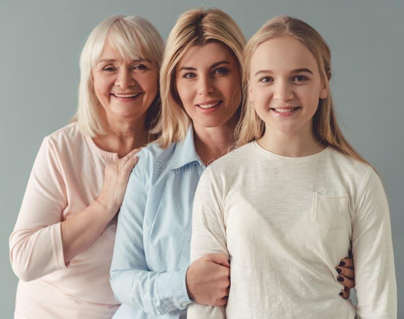Hija, mamá y abuelita imágenes de archivo libres de regalías
