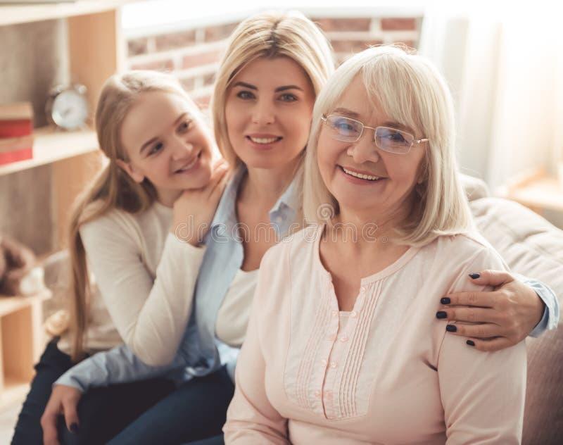 Hija, mamá y abuelita fotografía de archivo