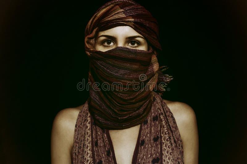 hijab的美丽的绿眼的妇女 库存图片