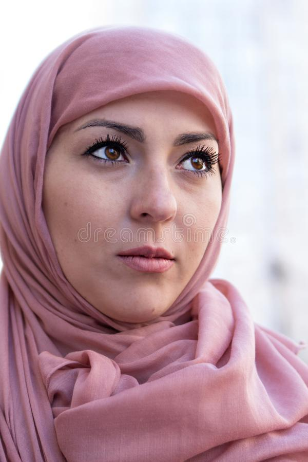 Hijab f?mea do xaile positivo da menina XXL do tamanho foto de stock royalty free
