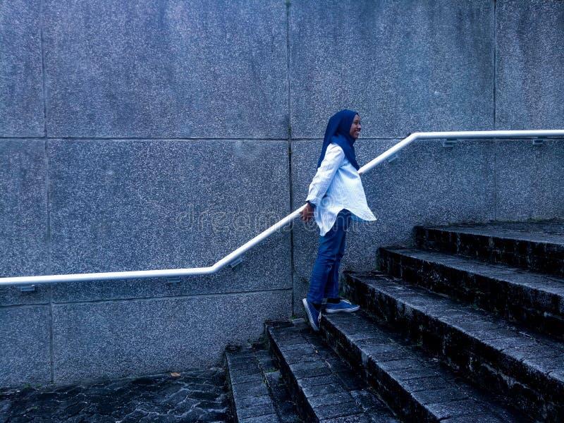 Hijab flicka royaltyfria bilder