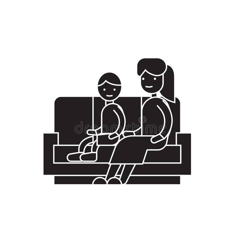 Hijo y mamá en el icono del concepto del vector del negro del sofá Hijo y mamá en el ejemplo plano del sofá, muestra libre illustration