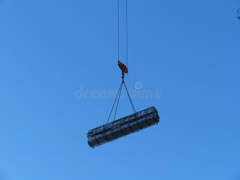 Hijstoestel van de kraan met een zware lading Abstracte Industriële backgr stock fotografie