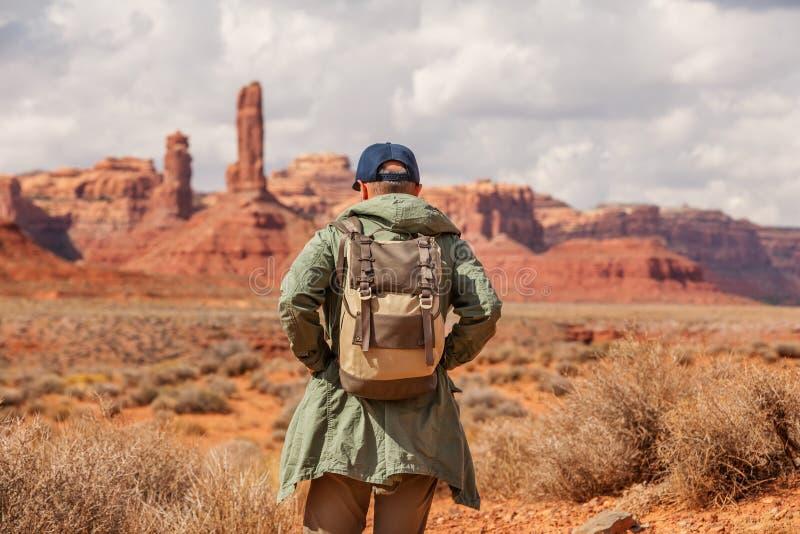 Hiker в долине богов, США стоковая фотография