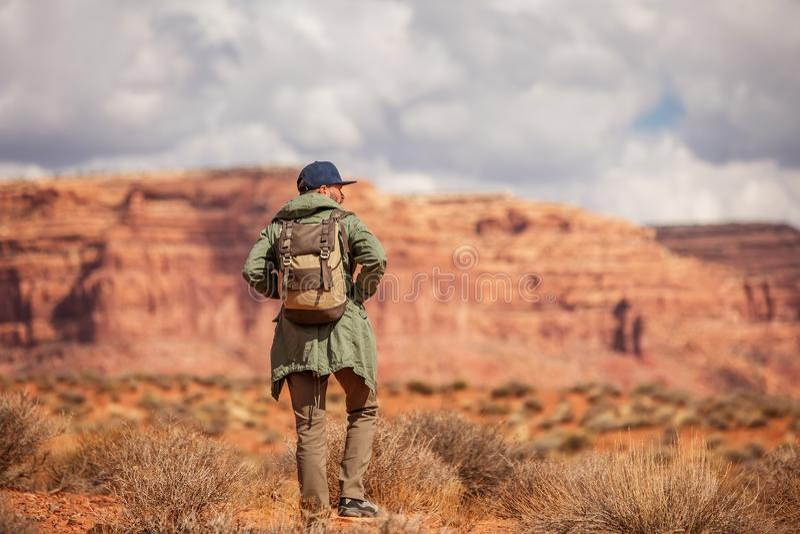Hiker в долине богов, США стоковая фотография rf