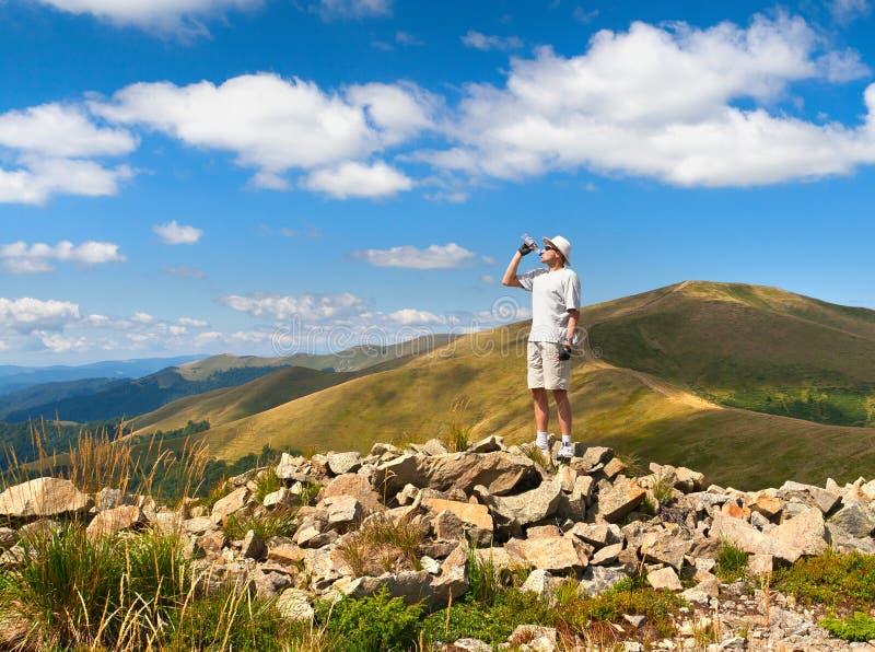 hiker испытывающий жажду стоковые изображения rf