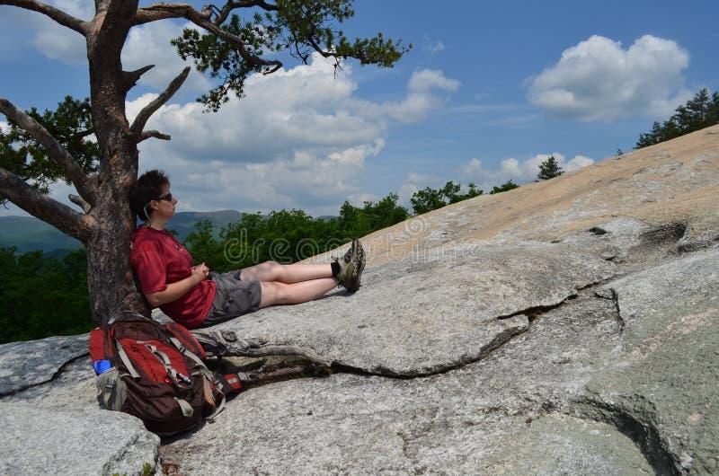 hiker ослабляя стоковые фото