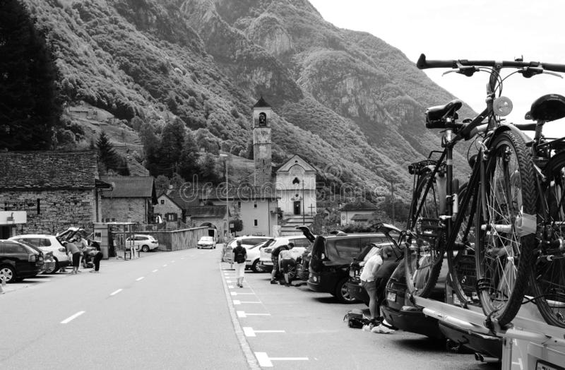 Hiker y Bikier Paradies: Lavertezzo en el valle de Verzasca, en el sur de Suiza imagen de archivo