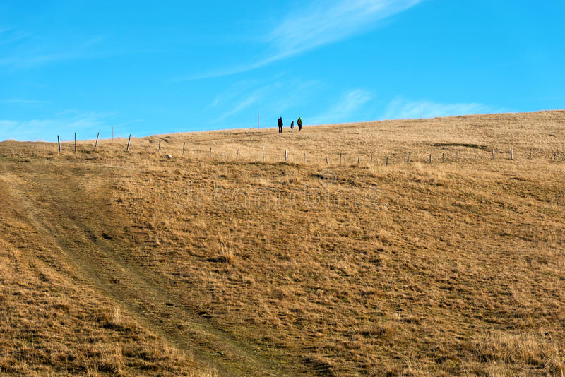 Hikers в плато Lessinia - венето Италии стоковое изображение rf