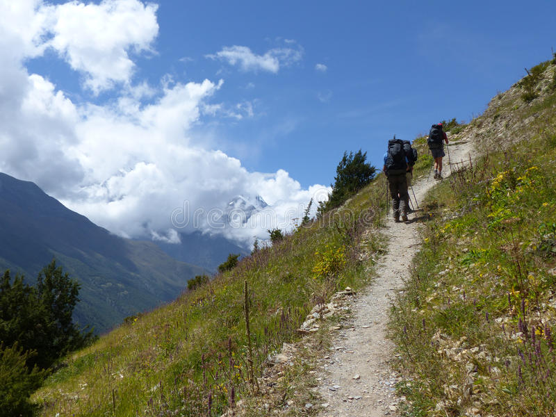 Hikers in autumnal Himalaya. Marsyangdi river valley between Pisang and Ngawal village, Annapurna Circuit trek in Nepal stock image