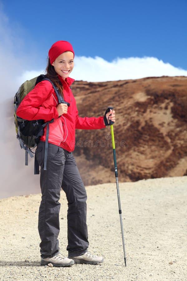 Download Hiking женщина стоковое фото. изображение насчитывающей кавказско - 17601534