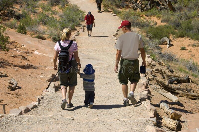 hiking семьи стоковое изображение