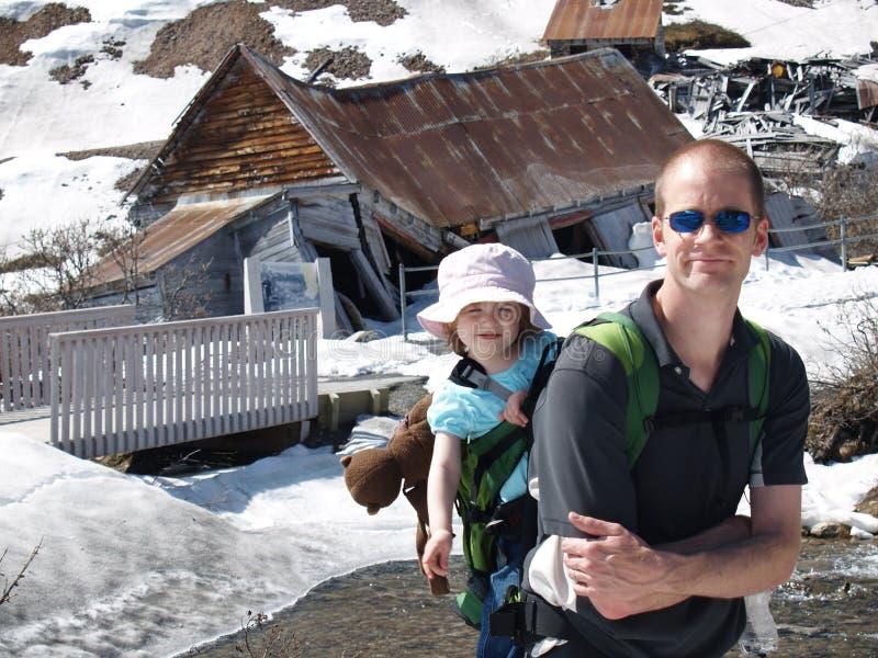 hiking семьи стоковое изображение rf