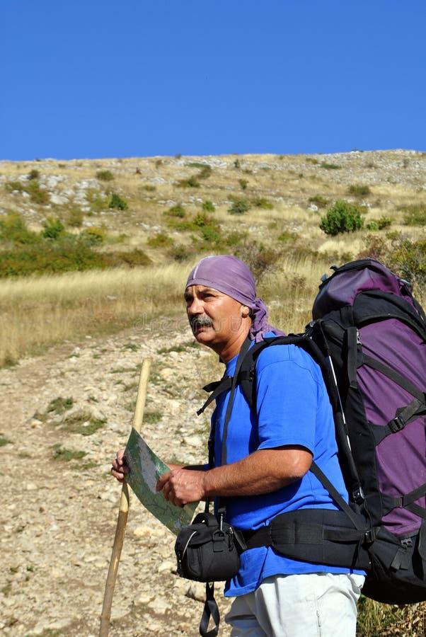 hiking человек старый стоковая фотография rf