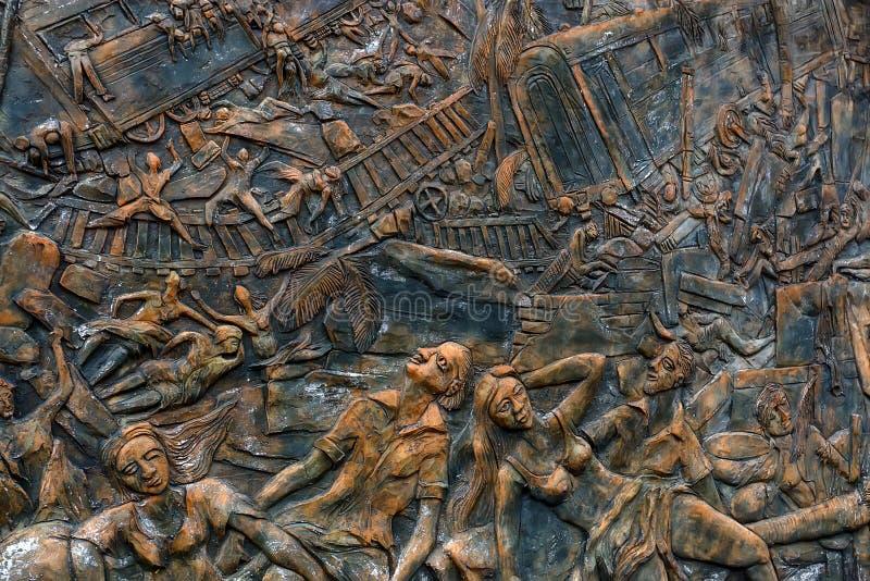 HIKKADUWA, SRI LANKA, CERCA DO DEZEMBRO DE 2013: Monumento às vítimas do tsunami de 2004 fotografia de stock