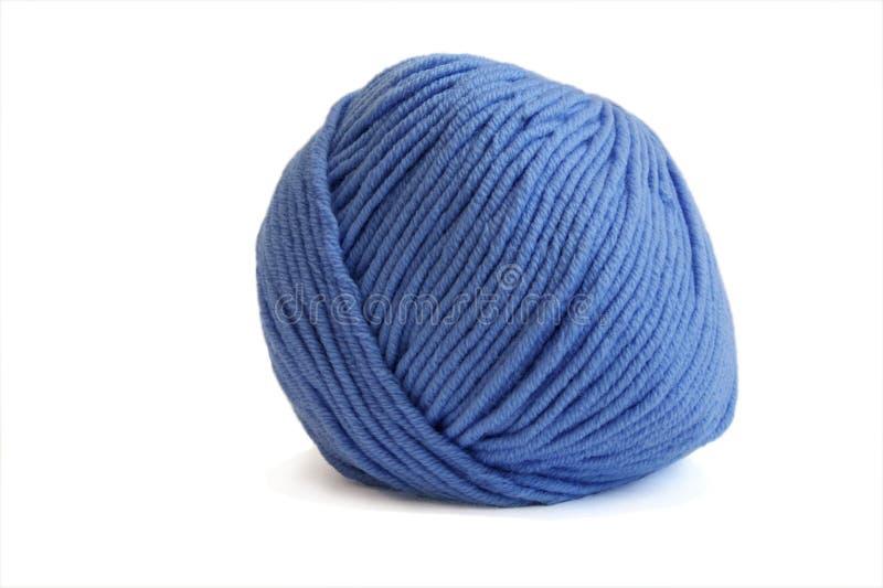 Hilado de lanas azul aislado sobre el fondo blanco fotos de archivo libres de regalías