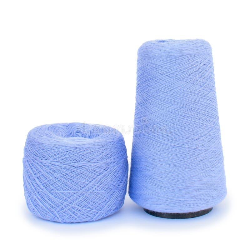 Hilado de lanas azul para hacer punto fotografía de archivo libre de regalías